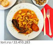 Купить «Fried cuttlefish in spicy sauce», фото № 33410283, снято 6 апреля 2020 г. (c) Яков Филимонов / Фотобанк Лори