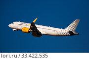 Vueling airbus EC-NCT soaring from El Prat Airport (2020 год). Редакционное фото, фотограф Яков Филимонов / Фотобанк Лори