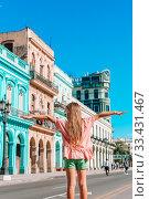 Купить «Tourist girls in popular area in Havana, Cuba. Young woman traveler smiling», фото № 33431467, снято 12 апреля 2017 г. (c) Дмитрий Травников / Фотобанк Лори
