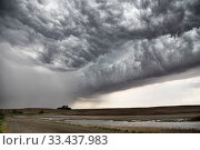 Купить «Prairie Storm Clouds Canada Saskatchewan Summer Warnings», фото № 33437983, снято 27 мая 2020 г. (c) age Fotostock / Фотобанк Лори