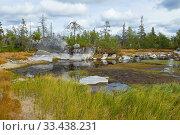 Небольшое пересыхающее озеро на горе Воттоваара облачным августовским днем. Карелия, Россия. Стоковое фото, фотограф Виктор Карасев / Фотобанк Лори