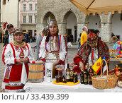 Купить «Chuvash Cultural Society in market square. Tallinn, Estonia», фото № 33439399, снято 21 сентября 2010 г. (c) Валерия Попова / Фотобанк Лори