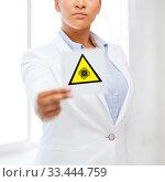 Купить «african american doctor with coronavirus sign», фото № 33444759, снято 1 августа 2013 г. (c) Syda Productions / Фотобанк Лори