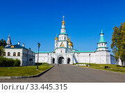 Купить «Resurrection New Jerusalem Monastery. Central entrance. The Holy gate with the gate Church and the Damascus tower. Istra, Moscow region, Russia», фото № 33445315, снято 27 августа 2018 г. (c) Наталья Волкова / Фотобанк Лори