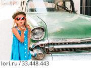 Купить «Tourist girl in popular area in Havana, Cuba. Young kid traveler smiling», фото № 33448443, снято 13 апреля 2017 г. (c) Дмитрий Травников / Фотобанк Лори