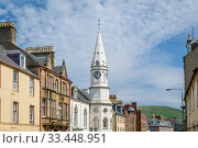 Campbeltown Town Hall and highland hills at the background (2019 год). Редакционное фото, фотограф Александр Никифоров / Фотобанк Лори