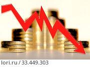 Купить «Красная стрелка на фоне денег . Концепция мирового финансового кризиса .», фото № 33449303, снято 29 марта 2020 г. (c) Сергеев Валерий / Фотобанк Лори