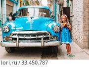 Купить «Tourist girl in popular area in Havana, Cuba. Young kid traveler smiling», фото № 33450787, снято 13 апреля 2017 г. (c) Дмитрий Травников / Фотобанк Лори