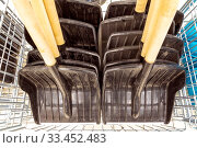 Купить «Shovels with wooden cuttings for snow removal are sold in the store.», фото № 33452483, снято 2 февраля 2020 г. (c) Акиньшин Владимир / Фотобанк Лори
