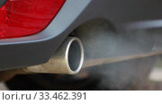 Smoke emissions fumes from car exhaust tailpipe causing air pollution and smog. Стоковое видео, видеограф Алексей Кузнецов / Фотобанк Лори