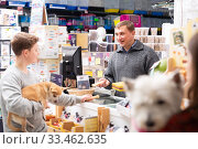 Купить «Seller offering goods to customer teenager», фото № 33462635, снято 4 июля 2020 г. (c) Яков Филимонов / Фотобанк Лори