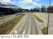 Купить «Europe, Poland, Lodz, March 2020, empty streets of city center during the coronavirus pandemic, buildings of Sukcesja shopping center on left and Expo...», фото № 33464183, снято 21 марта 2020 г. (c) age Fotostock / Фотобанк Лори