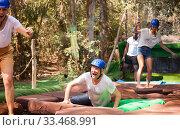 Men and women passing water obstacles. Стоковое фото, фотограф Яков Филимонов / Фотобанк Лори
