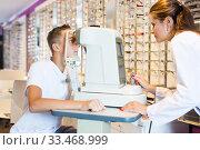 Купить «Female optometrist testing eyesight of boy», фото № 33468999, снято 27 августа 2019 г. (c) Яков Филимонов / Фотобанк Лори