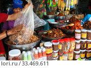Готовая еда. Городской рынок Чо Дам (Cho Dam). Вьетнам, город Нячанг (2015 год). Редакционное фото, фотограф Щеголева Ольга / Фотобанк Лори