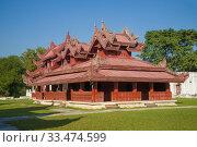Купить «Деревянный дворцовый павильон крупным планом солнечным днем. Мандалай, Мьянма (Бирма)», фото № 33474599, снято 22 декабря 2016 г. (c) Виктор Карасев / Фотобанк Лори