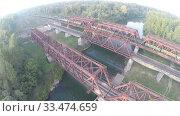 Купить «Вид с воздуха. Железнодорожный мост. Река, Россия, Уфа», видеоролик № 33474659, снято 23 февраля 2012 г. (c) Mikhail Erguine / Фотобанк Лори