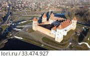 Aerial view of Medieval Castle in town Mir, Belarus (2020 год). Редакционное фото, фотограф Яков Филимонов / Фотобанк Лори