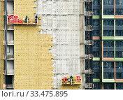 Купить «Тепловая изоляция современного жилого дома. Москва», фото № 33475895, снято 2 апреля 2020 г. (c) E. O. / Фотобанк Лори