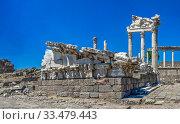 Temple of Dionysos in the Pergamon Ancient City, Turkey (2019 год). Стоковое фото, фотограф Sergii Zarev / Фотобанк Лори