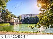 Купить «Павильон на Патриаршем пруду Pavilion on the Patriarch's Pond», фото № 33480411, снято 28 августа 2019 г. (c) Baturina Yuliya / Фотобанк Лори