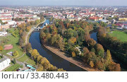 Scenic aerial view of Hradec Kralove cityscape on banks of Elbe river on sunny autumn day, Czech Republic (2019 год). Стоковое видео, видеограф Яков Филимонов / Фотобанк Лори