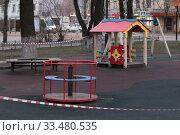 Купить «Балашиха пустая детская площадка в дни Коронавирусной инфекции COVID-19», эксклюзивное фото № 33480535, снято 3 апреля 2020 г. (c) Дмитрий Неумоин / Фотобанк Лори