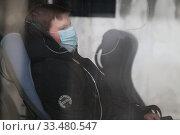 Купить «Балашиха молодой человек в автобусе и маске в дни самоизоляции при Коронавирусе COVID-19», эксклюзивное фото № 33480547, снято 3 апреля 2020 г. (c) Дмитрий Неумоин / Фотобанк Лори