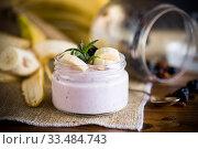 Купить «home sweet banana yogurt in a glass jar», фото № 33484743, снято 1 апреля 2020 г. (c) Peredniankina / Фотобанк Лори