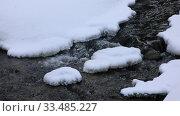 Речка Белокуриха в марте среди снега, Алтайский край. Стоковое видео, видеограф Григорий Писоцкий / Фотобанк Лори