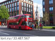 Купить «Passengers and Modern Red double-decker bus», фото № 33487567, снято 25 апреля 2019 г. (c) EugeneSergeev / Фотобанк Лори
