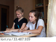 High school students doing homework at home. Стоковое фото, фотограф Дарья Филимонова / Фотобанк Лори