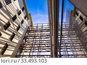 Steel construction connecting buildings at Strijp-S, Eindhoven, The Netherlands, Europe. Стоковое фото, фотограф Hanneke Wetzer / age Fotostock / Фотобанк Лори