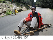 Купить «Mount Entoto Eucalyptus Forest above Addis Ababa, Ethiopia. The sacred forests of nothern Ethiopia. Rudimentary wheelbarrows for transport.», фото № 33498151, снято 25 марта 2020 г. (c) age Fotostock / Фотобанк Лори