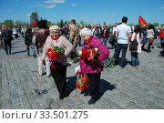 Купить «Ветераны Великой Отечественной войны во время праздника Победы 9 мая на Поклонной горе в Москве», эксклюзивное фото № 33501275, снято 9 мая 2010 г. (c) lana1501 / Фотобанк Лори