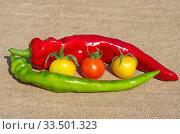 Острый перец и томаты черри на мешковине. Стоковое фото, фотограф Елена Коромыслова / Фотобанк Лори