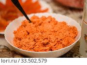 Купить «Салат из моркови с майонезом стоит на праздничном столе», эксклюзивное фото № 33502579, снято 31 декабря 2019 г. (c) Игорь Низов / Фотобанк Лори