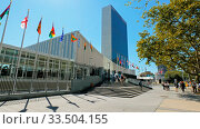 NEW YORK, NEW YORK, USA - SEPTEMBER 16, 2015: wide view of the exterior of the united nations building in new york. Стоковое фото, фотограф Zoonar.com/Christopher Bellette / age Fotostock / Фотобанк Лори