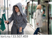 Passengers buying ticket at ticket vending machine. Стоковое фото, фотограф Яков Филимонов / Фотобанк Лори