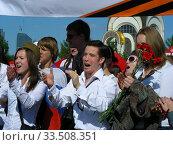 Купить «Поздравление ветеранов Великой Отечественной войны во время праздника Победы 9 мая на Поклонной горе в Москве», эксклюзивное фото № 33508351, снято 9 мая 2011 г. (c) lana1501 / Фотобанк Лори