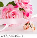 Купить «Wedding concept with rings and roses», фото № 33509943, снято 11 сентября 2017 г. (c) Elnur / Фотобанк Лори