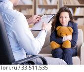 Woman with bear toy during psychologist visit. Стоковое фото, фотограф Elnur / Фотобанк Лори