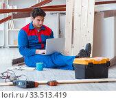 Young carpenter with a laptop computer. Стоковое фото, фотограф Elnur / Фотобанк Лори