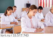 Medical students writing in notepads. Стоковое фото, фотограф Яков Филимонов / Фотобанк Лори