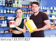 Купить «Athletic couple with sport food», фото № 33517827, снято 12 апреля 2018 г. (c) Яков Филимонов / Фотобанк Лори