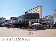 Woga complex and show stage at Lehniner Platz in Berlin-Charlottenburg (2019 год). Редакционное фото, агентство Caro Photoagency / Фотобанк Лори