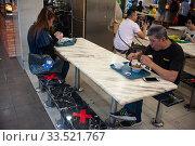 Купить «Singapore, Republic of Singapore, Social Distancing through taped stools in a catering area», фото № 33521767, снято 25 марта 2020 г. (c) Caro Photoagency / Фотобанк Лори