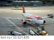 London, United Kingdom, Airline easyjet aircraft on the apron of London Gatwick Airport (2018 год). Редакционное фото, агентство Caro Photoagency / Фотобанк Лори