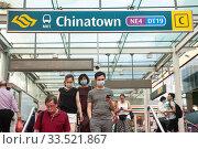 Купить «Singapore, Republic of Singapore, Passers-by with mouthguards in the Chinatown district», фото № 33521867, снято 28 февраля 2020 г. (c) Caro Photoagency / Фотобанк Лори