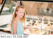 Cute kid enjoying real italian gelato near Gelateria in Rome. Стоковое фото, фотограф Дмитрий Травников / Фотобанк Лори
